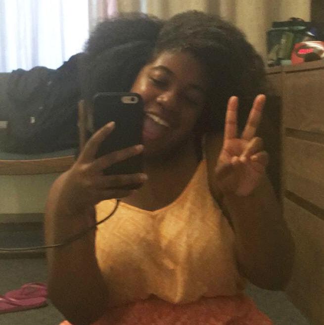 madison-brown-dorm-selfie